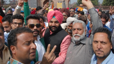 On Amarinder s birthday, Congress sweeps Punjab; AAP finishes second, Akali-BJP third (Roundup)