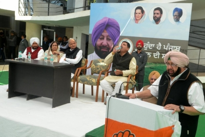 After Punjab victory, Amarinder seeks bigger role for regional leaders