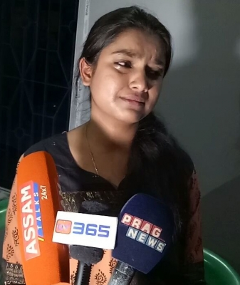 Singer Nahid Afrin not afraid of fatwa, gets support (Lead)