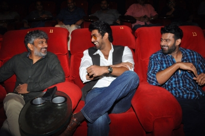 Brilliant  Baahubali 2  trailer gets thumbs up from celebs (Lead)
