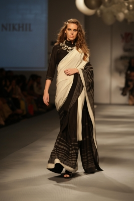 Play with your sari for a different you
