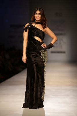 Vaani Kapoor turns showstopper for Rina Dhaka s Dark Romanticism