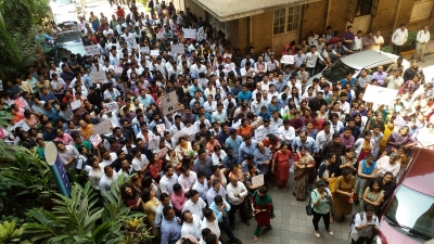 Bombay HC orders doctors to resume work; agitation continues (Lead)