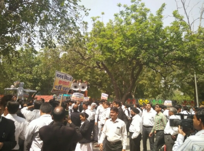Lawyers  strike paralyses judiciary in Delhi, BCI withdraws suggestion (Second Lead)