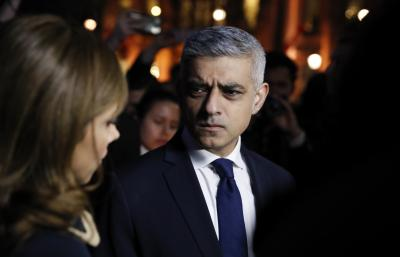 London Mayor arrives in Pakistan