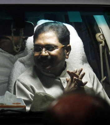 Row as Dinakaran accused to trying to bribe EC for poll symbol (Roundup)