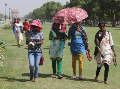 Heat wave sweeps 10 states; Delhi hot at 38 degrees C (Roundup)