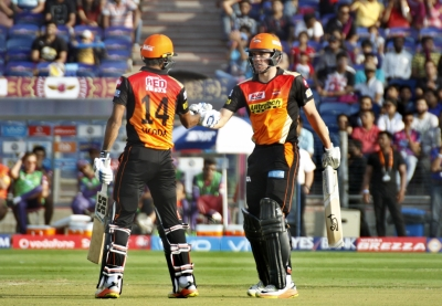 Henriques  late blows propel Hyderabad to 176/3 vs Pune