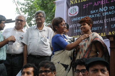 Bengal doctors observe National Black Day against state act