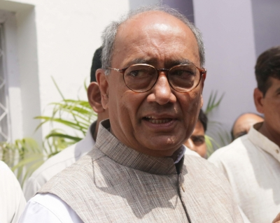 Rahul, Priyanka have the guts to take on Modi-Shah: Digvijaya