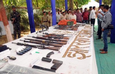 Two Maoists surrender, arms recovered in Jharkhand (Lead)