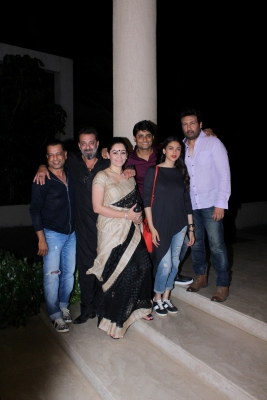 Sanjay Dutt celebrates  Bhoomi  completion with team