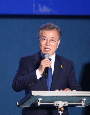 S.Korean President vows to scrap plans for n-reactors