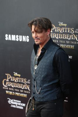 Johnny Depp apologises for  assassination  remark on Trump
