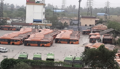 Delhi gets 25 Cluster scheme buses with hydraulic lift, CCTV
