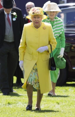 Queen Elizabeth II gets 8% pay rise to $104.9 mn for 2018-19