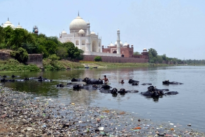 Dry Yamuna remains a threat to Mughal monuments