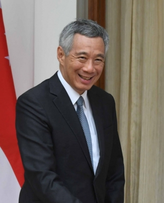 Singapore PM apologizes over row with siblings