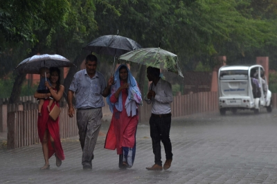Rain makes a comeback in Taj city