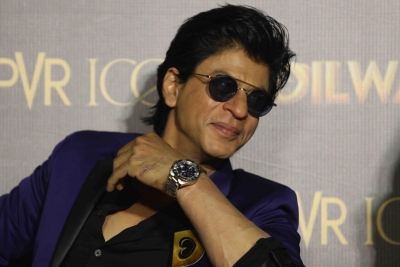 Can t thank people enough for tolerating me with love: SRK on Eid