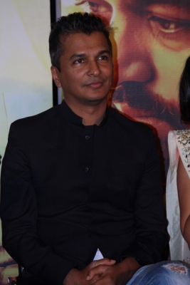 Would never give up fashion for films: Vikram Phadnis