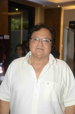 Theatre pays if you do right kind of roles: Rakesh Bedi