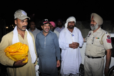 Four Indian prisoners return from Pakistan