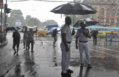 Heavy rain lashes Kolkata, adjoining areas