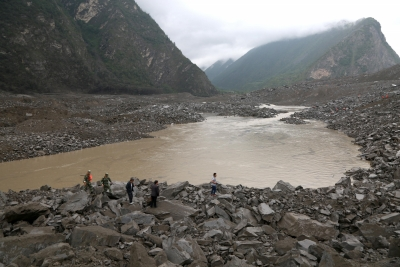 Over 100 buried in China landslide