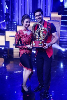 Fans made our dream come true: Divyanka, Vivek on  Nach Baliye  win