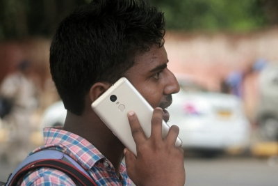 Mobile handset import duty may be kept at 20% in budget