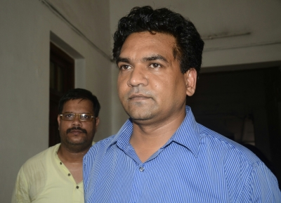 Rebel AAP MLA Kapil Mishra marshalled out of Delhi Assembly