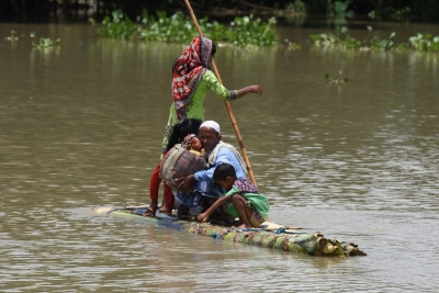 Assam CM visits flood hit Kaziranga, assures help