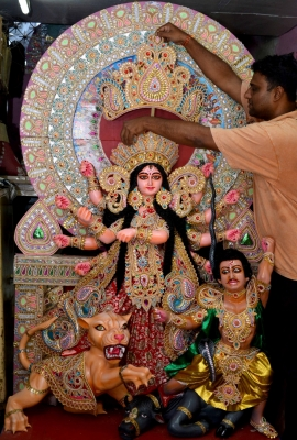 Note ban,  money tree  showcased this Durga Puja