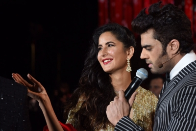 Bollywood fever grips Times Square at IIFA 2017