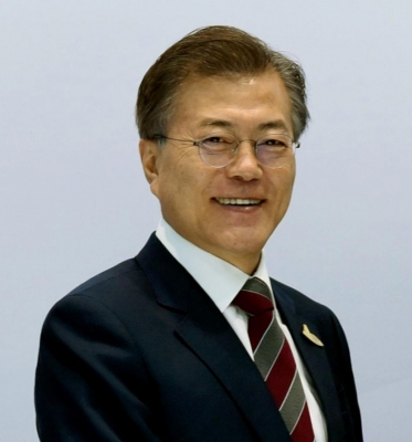 S. Korean President to fly to Pyongyang for Kim summit