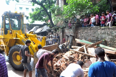 Kolkata building collapses in Bowbazar, few trapped