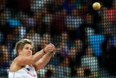 Poland's Wlodarczkyk's hat-trick of hammer throw world titles