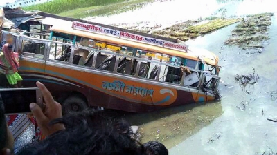 Eight people killed in bus accident at Nadia