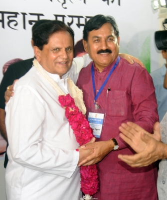 Ahmed Patel barely survives to keep Sonia s Rahul hopes alive (Comment: Special to IANS)