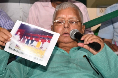 Lalu demands Nitish sack Sushil Modi over RS 1,000 cr scam