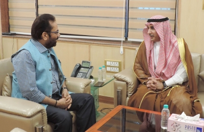 Naqvi discusses sea route for Haj pilgrims with Saudi envoy