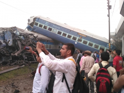 6 coaches of Utkal Express derails in UP, 20 injured (Lead)