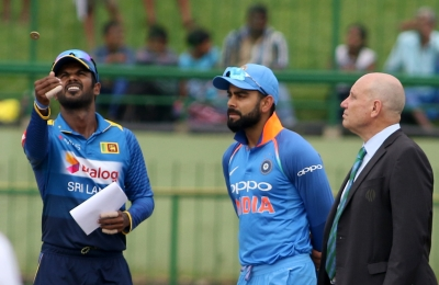 Unchanged India opt to bowl against SL in 2nd ODI