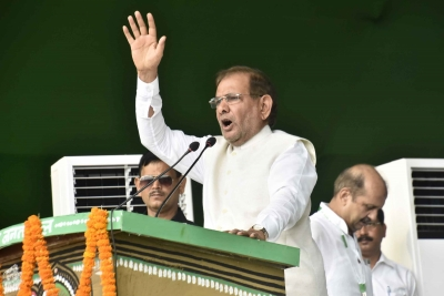 Sharad Yadav attends RJD rally