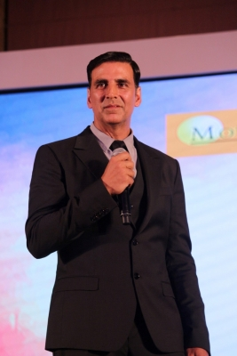 Akshay keeps Charlie Chaplin s photograph in his wallet (TV Snippets)