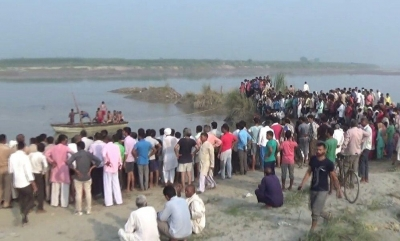 Six drown as boat capsizes in UP (Lead)