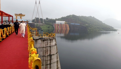Modi inaugurates Narmada dam, says will  live and die  for people s dreams (Lead)