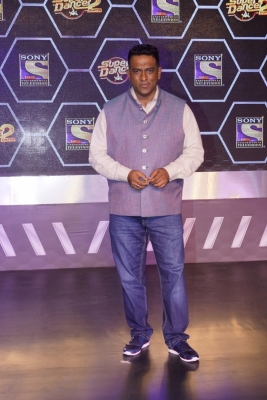Anurag Basu offers role to show s contestant (Movie Snippets)