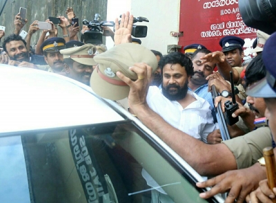 Director of Dileep s  Ramaleela  relieved